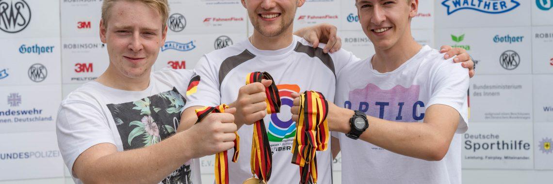 SportSchützen Team Wetterau - Für Furore sorgte bei der Deutschen Meisterschaft in München unsere Junioren-Wettkampfgemeinschaft (v.l.) Marcel Weber, David Koenders und Luc Dingerdißen, die hier stolz die errungenen Medaillen zeigen.